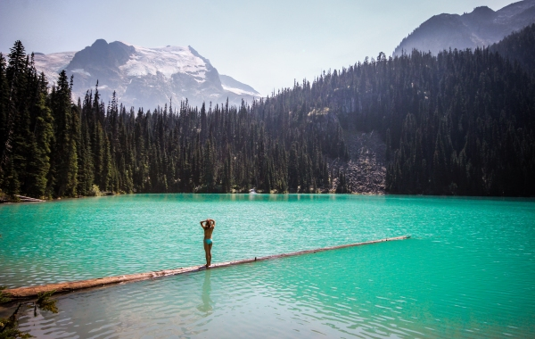 Hiking to Joffre Lakes