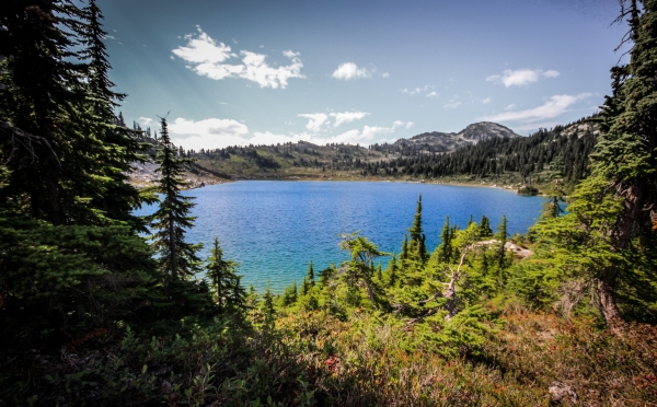 Hiking to Rainbow Lake