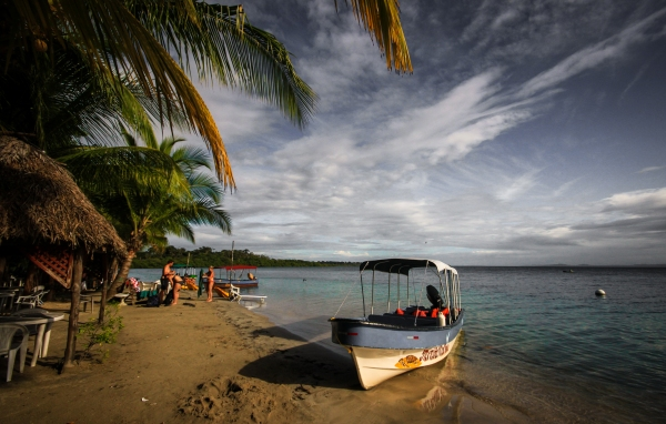 Kayaks and starfish on Bocas del Toro