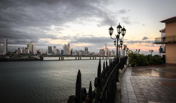 Panama City and the Panama Canal by railway