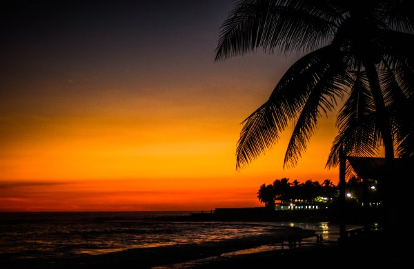 Surf and sunsets in El Tunco